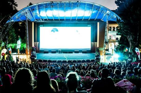 """""""Cinema in aer liber"""" in Parcul Titan. Spectatorii sunt asteptati in continuare pe Insula Artelor"""
