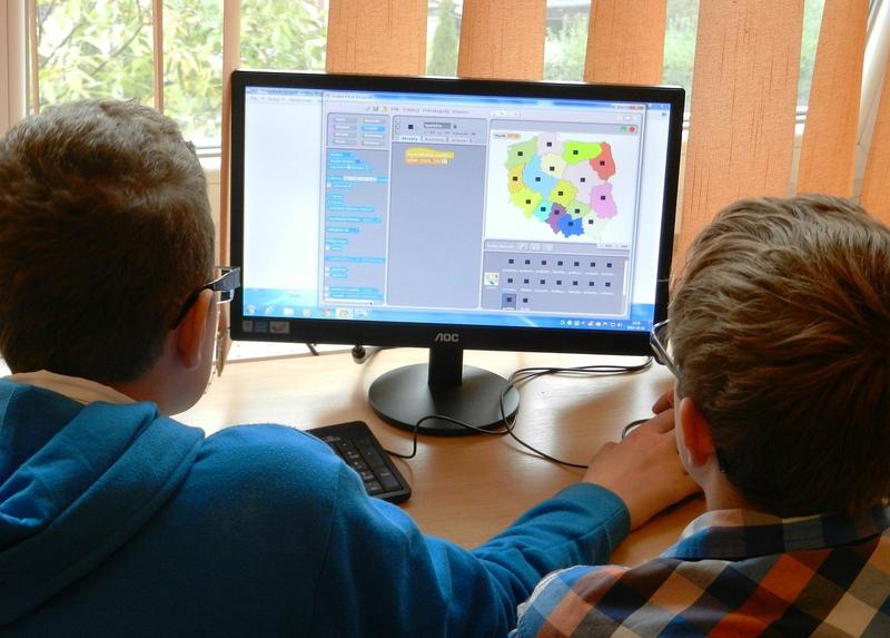 Foarte multi elevi nu au acces la tehnologie si nu pot urma scoala online