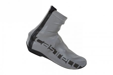 Stii ce lipseste acum din echipamentul tau pentru bicicleta? Una dintre cele mai cool huse de pantofi pentru ciclism